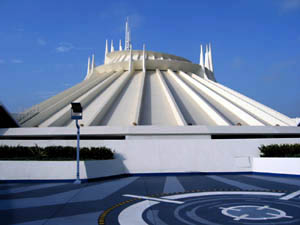 Space Mountain Plaza, Disneyland