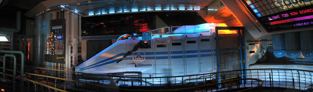 Star Tours R2D2 and C3PO
